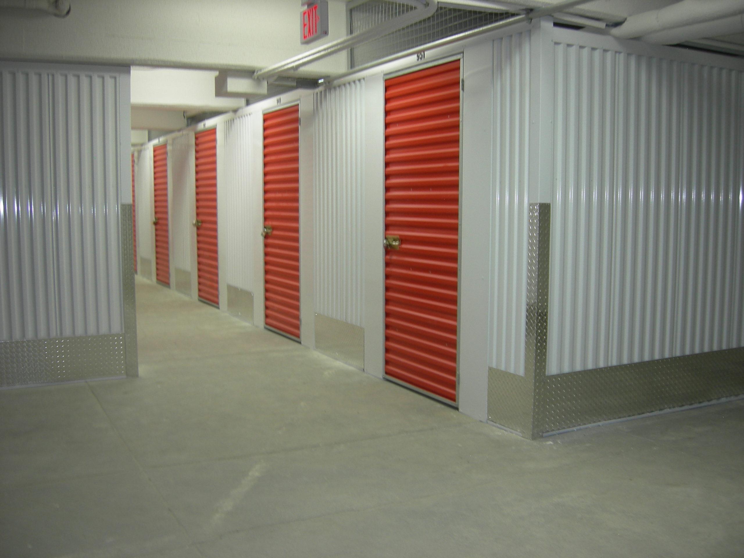 800-Hallway